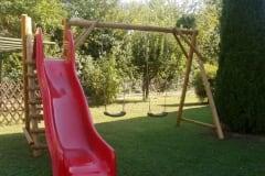 Altalena in legno due posti con scivolo