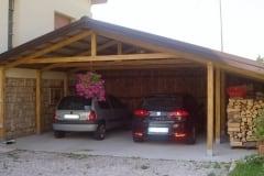 Tettoia per auto in legno a due posti con ripostiglio
