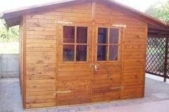 Casetta in legno con estensione