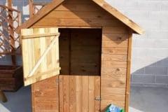 Casetta in legno per bambini con porta