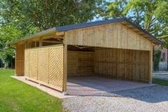 Ampia copertura in legno