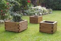 Fioriere in legno da esterno quadrate