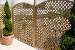 Pannello grigliato con riempimento a listelli diagonali, maglia romboidale ROMBO 2, recinzione modulare