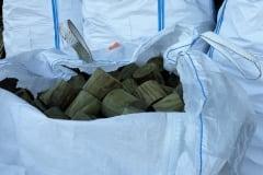 Pavimento a tondelli in legno nei sacchi bag bag