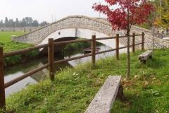 Valvasone: recinto in legno mod. Greco a 2 fori