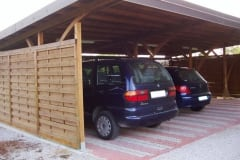 Carport con struttura in legno massello