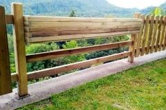 Fioriera realizzata con le traverse in legno massello
