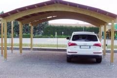 Carport con colonne in legno lamellare