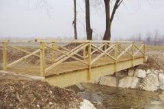Ponte con travi in legno lamellare