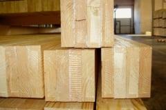 Produzione colonne in legno lamellare